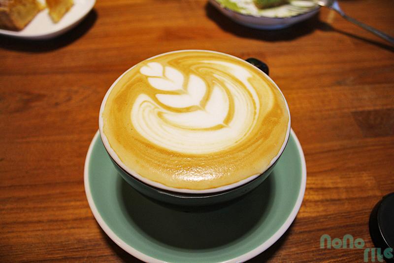 咖啡葉店《熱拿鐵》